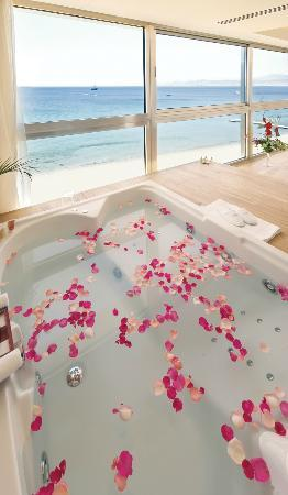 Kempinski Hotel Aqaba Red Sea: Executive Panoramic Suite - In room Jacuzzi
