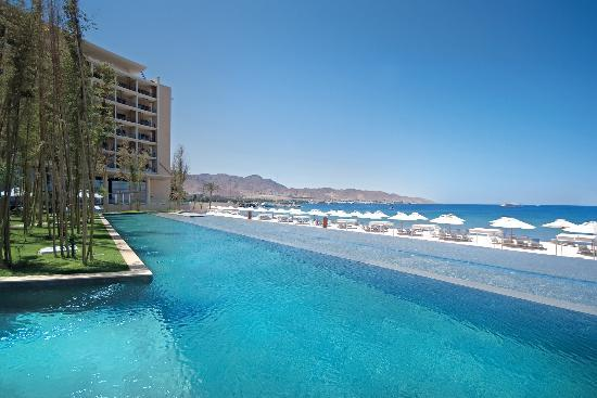 Kempinski Hotel Aqaba Red Sea: Hotel Pool and Beach