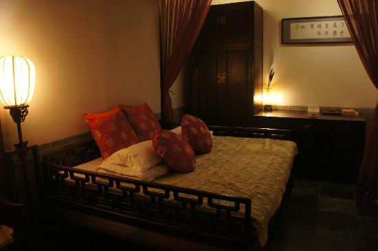 Courtyard 7: Deluxe Room