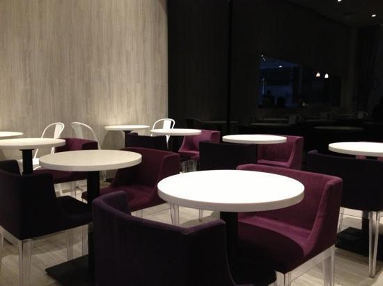 โรงแรมมูน: Breakfast room