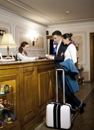 Helvetia Deluxe Hotel: Reception