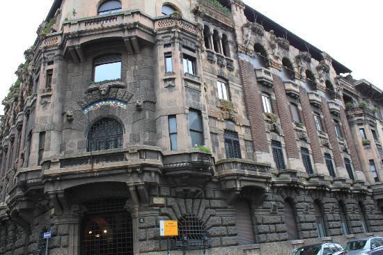 Palazzo Berri-Meregalli: veduta d'insieme esterno