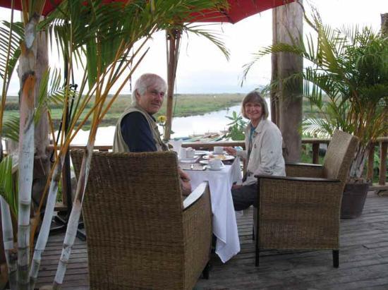Aureum Palace Resort & Spa Inle : breakfast on terras