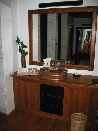 Aureum Palace Resort & Spa Inle: sink