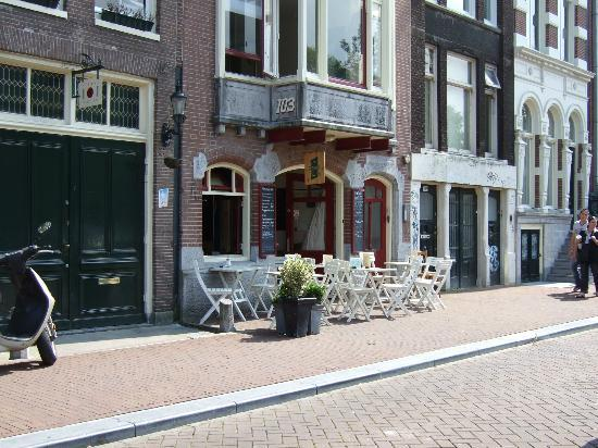 Chariot Amsterdam - canal apartment: Lunch-/breakfast room opposite apartment