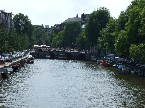 Chariot Amsterdam - canal apartment: Canal view