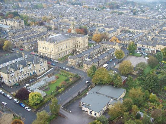 Шипли, UK: Saltaire Village from the top of the Chimney