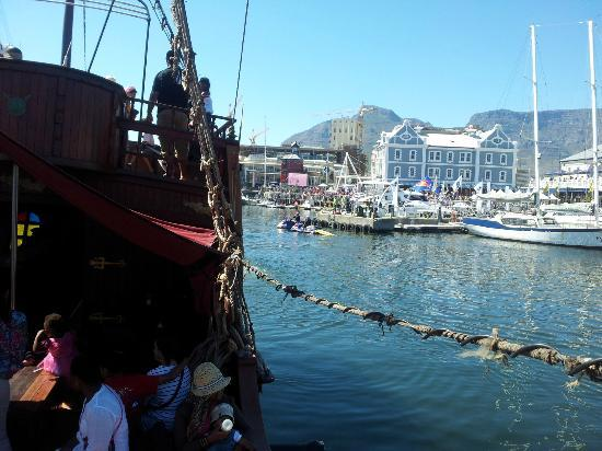 Jolly Roger Pirate Boat : beautiful Cpt Harbour