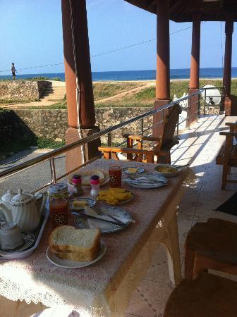 Rampart View Guest House : Frühstück auf dem Balkon..