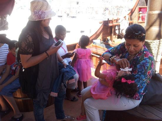 Jolly Roger Pirate Boat : grooming princess Maryam