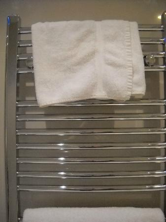 Chilworth Court Apartments: heated towel rack