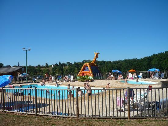 Bungatoile avec sanitaire et chalet pmr picture of for Camping bourget du lac avec piscine