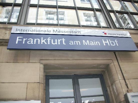Lloyed Hotel: the frankfurt train station very near to the hotel