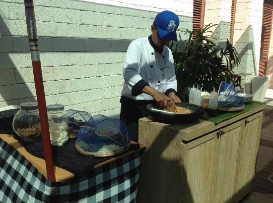 Sudamala Suites & Villas: Uleg Station Breakfast