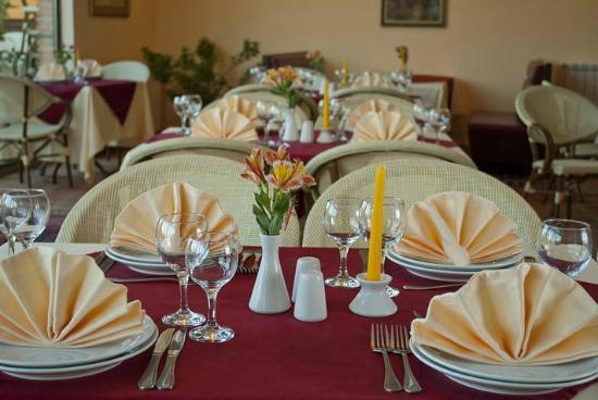 Dining Room of Betsy's Hotel