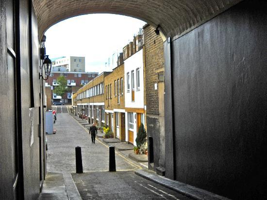 Chilworth Court Apartments: Alleyway or Mews nearby