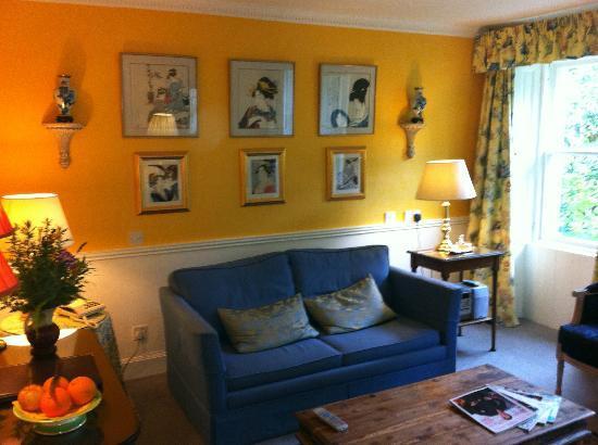 فندق كيلمايكل كنتري هاوس: Garden Suite sitting room 