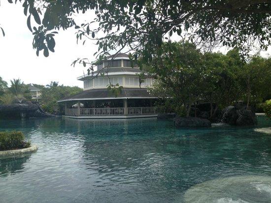 Plantation Bay Resort And Spa: Один из ресторанов, там нас завтраком кормили