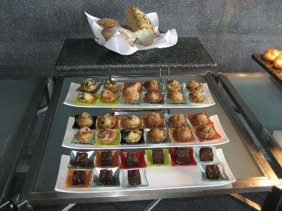 Hansar Samui Resort : Breakfast buffet pastries