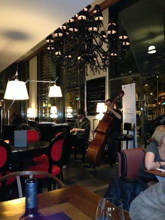 Hotel Villa Emilia: Lovely duo playing during dinner