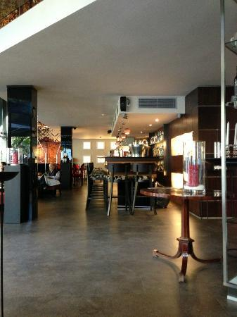 Hotel Villa Emilia: Bar area great for catching up
