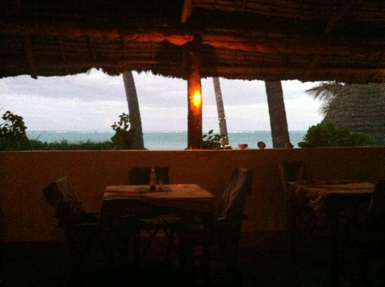 Upepo Boutique Beach Bungalows: Restaurant