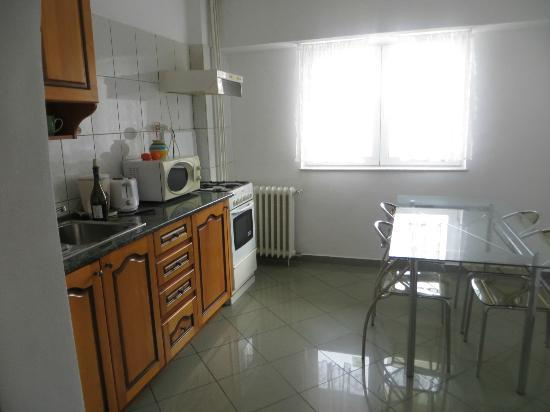 Lifestyles Accommodation: Fully equipped kitchen