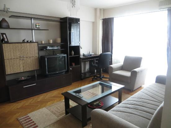 Lifestyles Accommodation: Great living area, desk, wi-fi, cable TV