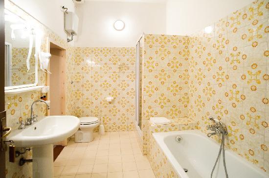 """Dimora San Domenico: bagno camera """"orchidea"""""""