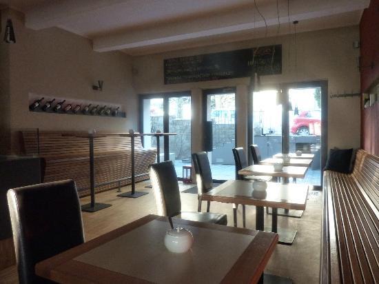 Bed&Breakfast Klafe: Cafe downstairs where breakfast is served