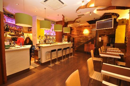 DOZE Restaurante Premium Bar