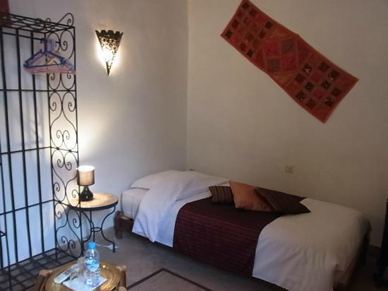 Riad Limouna: 私が泊った部屋 向かいにもう一つベッドがあるツイン