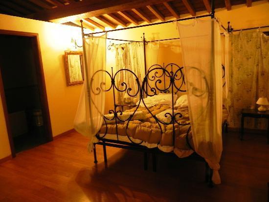 """Podere Caldaruccio """"La Pineta"""": camera da letto"""