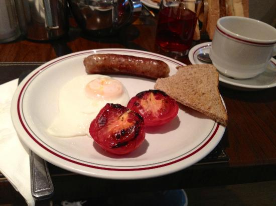 Arosfa Hotel: Traditional English breaky with my earl grey tea! :)