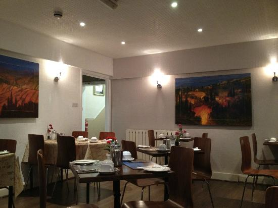 Arosfa : The dining area - small but adequate
