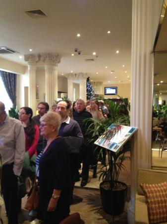 Corus Hotel Hyde Park London : super long breakfast line all morning of the fire alarm day