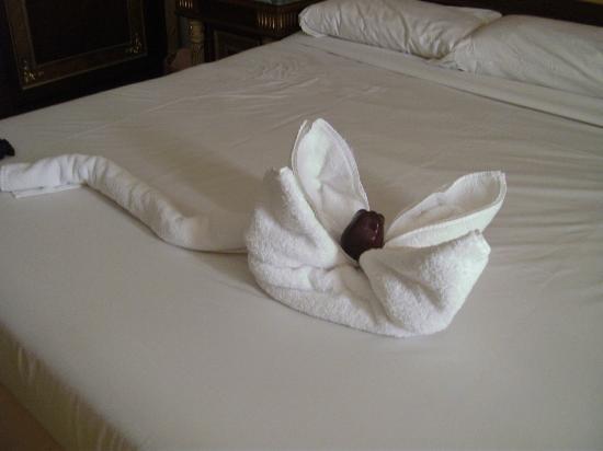 SENTIDO Palm Royale: Dekoration auf dem Bett