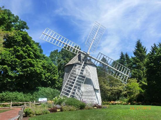 Cape Cod Scenic Tours: Heritage Gardens