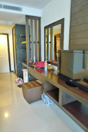APK Resort & Spa: TV and layout of room