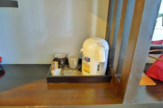 APK Resort & Spa: Hot water, coffee, creamer, sugar available