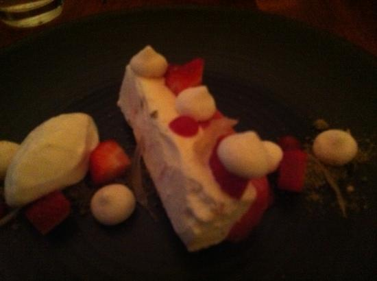 Piccolo: strawberry & nougat semifreddo
