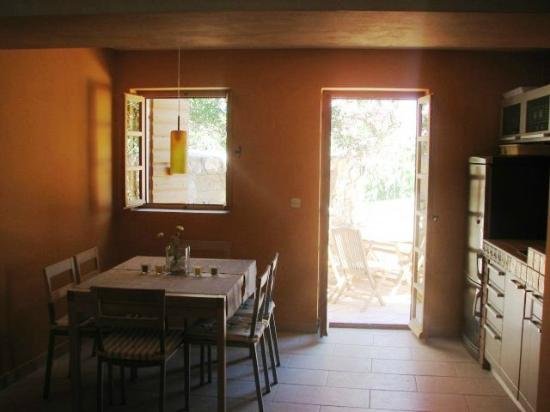 Susak Sansego: Living room with dining place and kitchen House 612