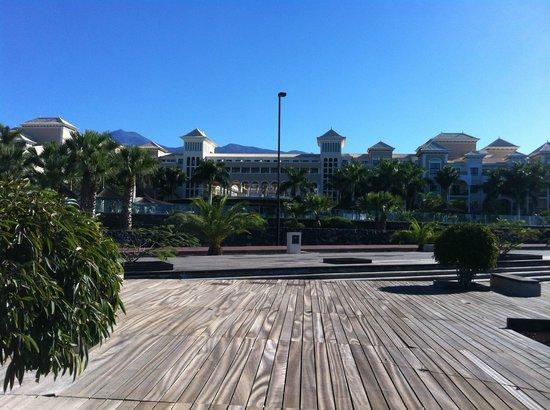 Gran Melia Palacio de Isora Resort & Spa : View from the sea toward hotel