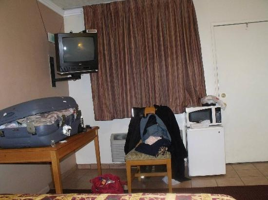 Mission Motel : Chambre bien équipée