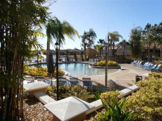 Terra Verde Resort: Pool area with Tiki-bar