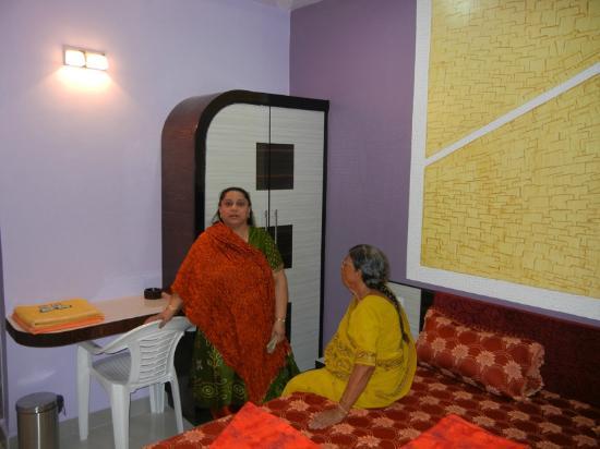 Hotel Relax Inn: Room