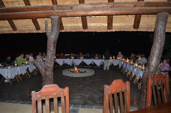 Arathusa Safari Lodge: Abendessen am See