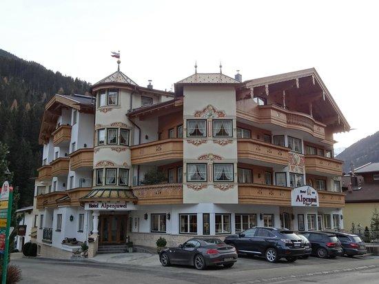 Hotel Alpenjuwel Jager: Front of hotel