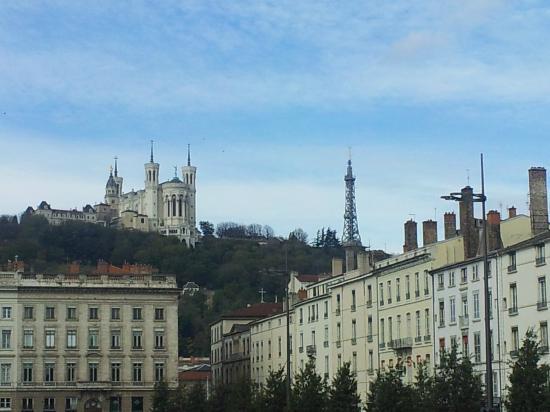 B4 Lyon : Iglesia de la Montaña