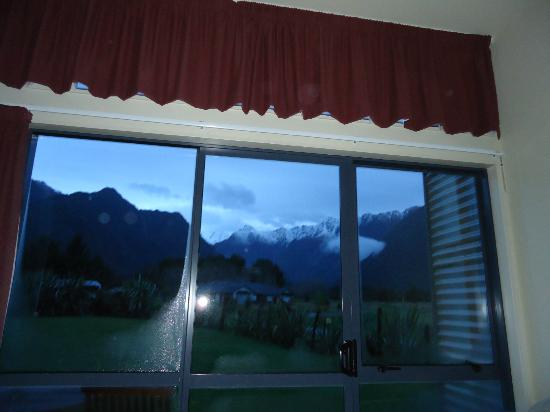 Sunset Motel: view from inside the room